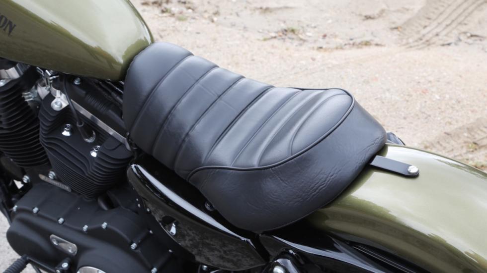 Prueba-Harley-Davidson-Iron-883-2017-asiento-monoplaza