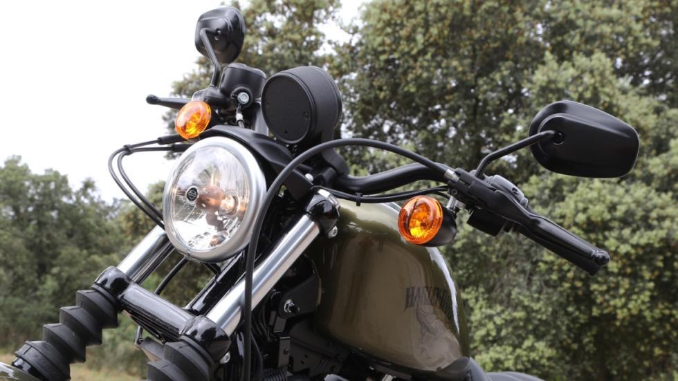 Prueba-Harley-Davidson-Iron-883-2017-faro-delante-horquilla