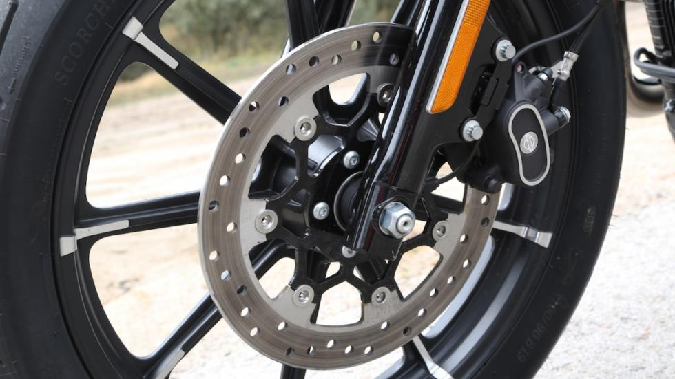 Prueba-Harley-Davidson-Iron-883-2017-frenos