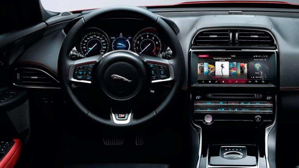Jaguar XE (VIII)