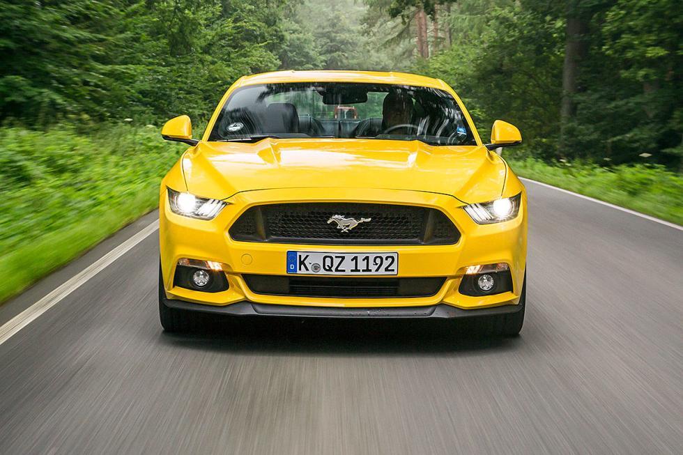 Ford Mustang: V8, 5 litros y 421 CV.
