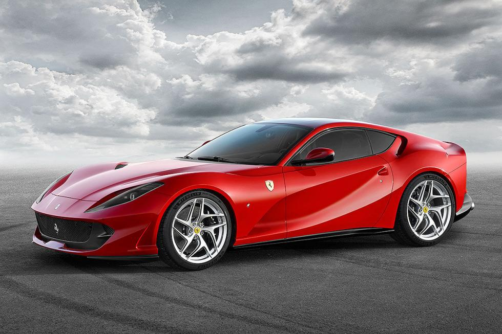 Ferrari 812 Superfast: V12 con 800 CV y 718 Nm.