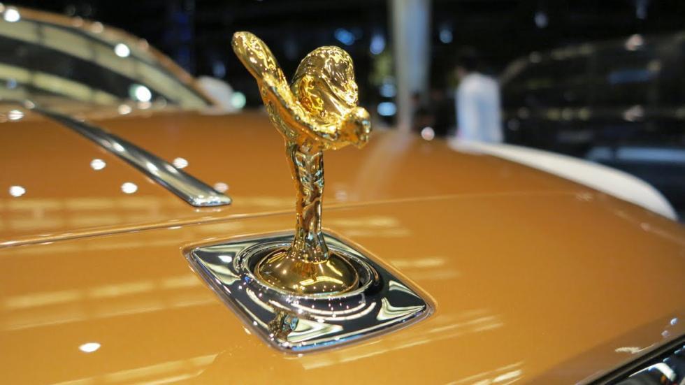 extras-absurdos-coches-espíritu-éxtasi-dorado