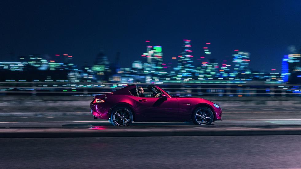 Mazda MX-5 RF Londres noche