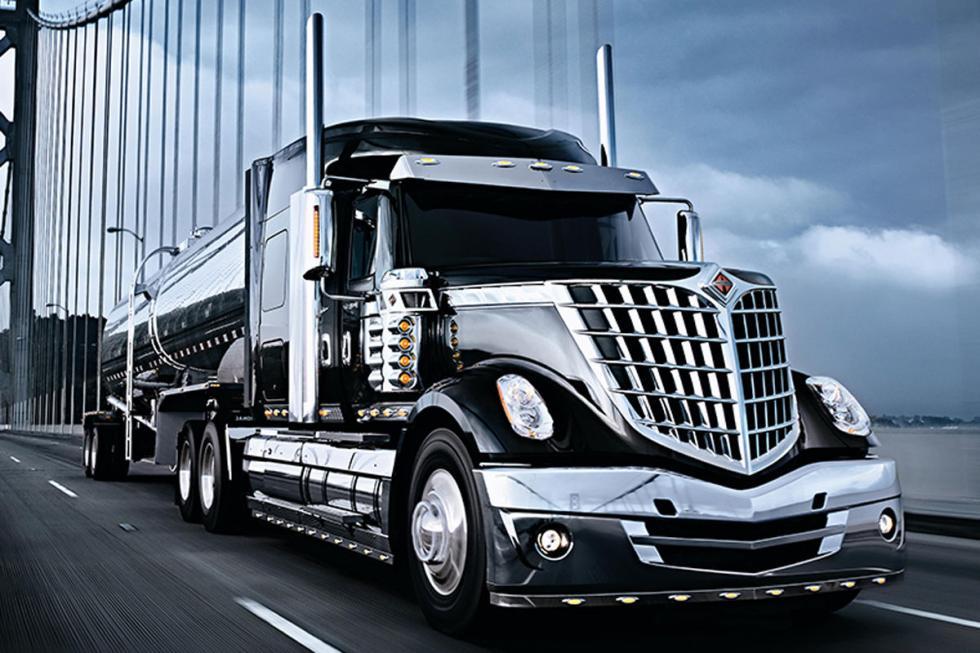 nternational Trucks Lonestar. Puede cargar con hasta 63 toneladas.