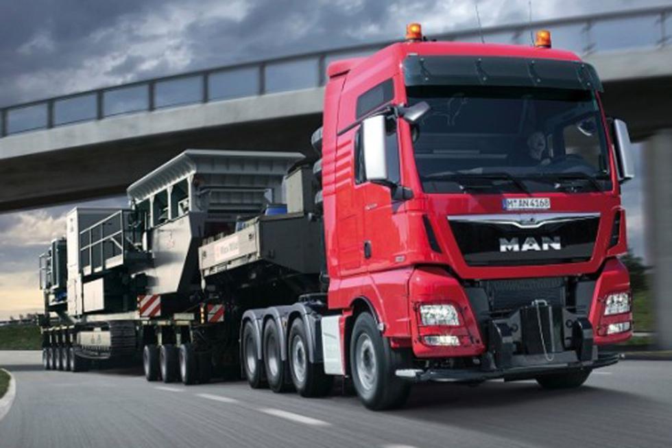 """MAN TGX D3876, """"solo"""" 6 cilindros en línea, 15,2 litros, 3.000 Nm de par."""