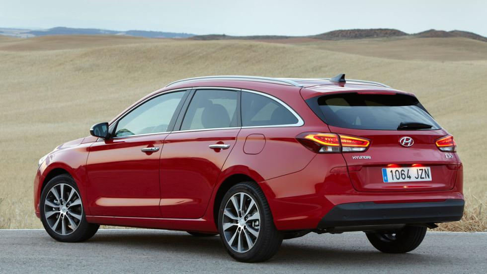 Hyundai i30 Crosswagon estatica tres cuartos trasero