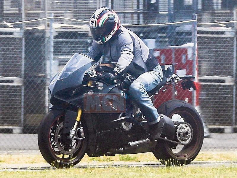 Ducati-V4-Superbike-1