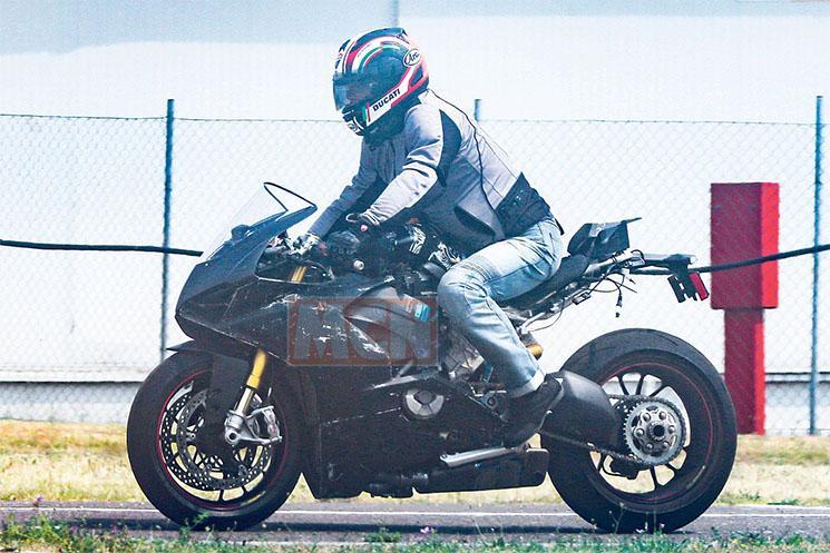 Ducati-V4-Superbike-3