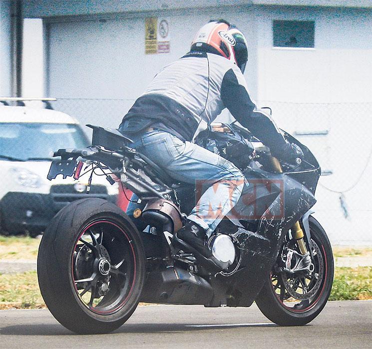 Ducati-V4-Superbike-4