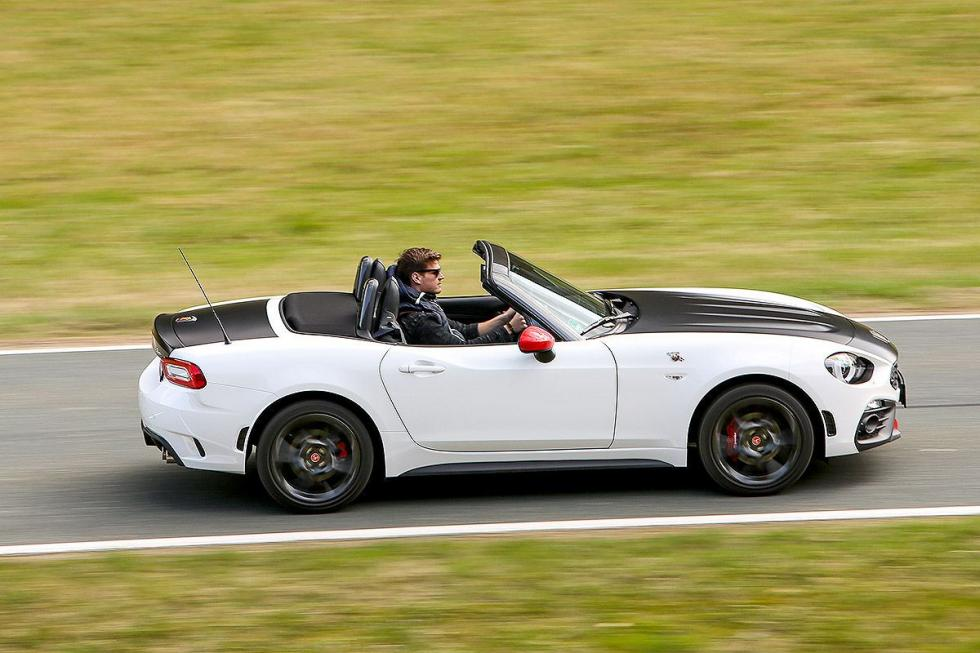 Audi TT vs Abarth 124 Spider y Ford Mustang Convertible