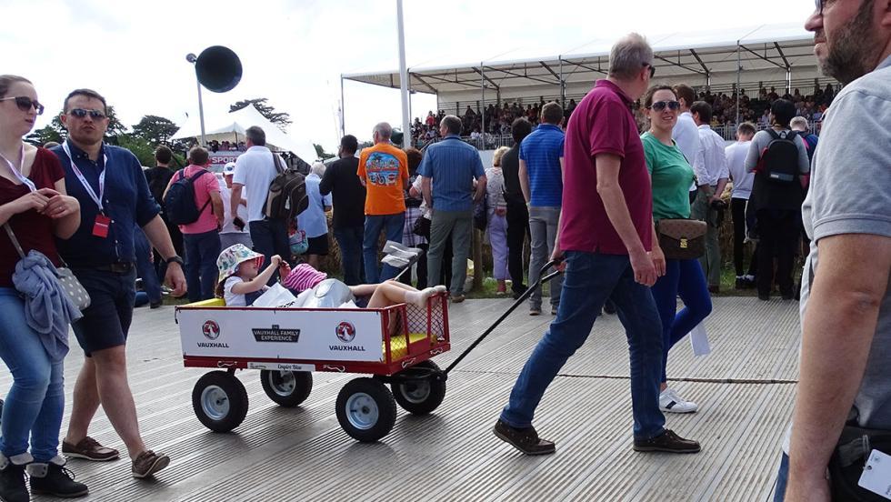 5 razones para ir al Festival de Goodwood el año que viene - Porque ofrece diversión para todos los públicos... incluidos tus hijos