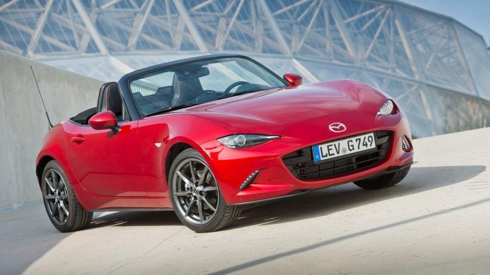 El Mazda MX-5 siempre se ha ofrecido con motor gasolina atmosférico, manual y propulsión trasera.