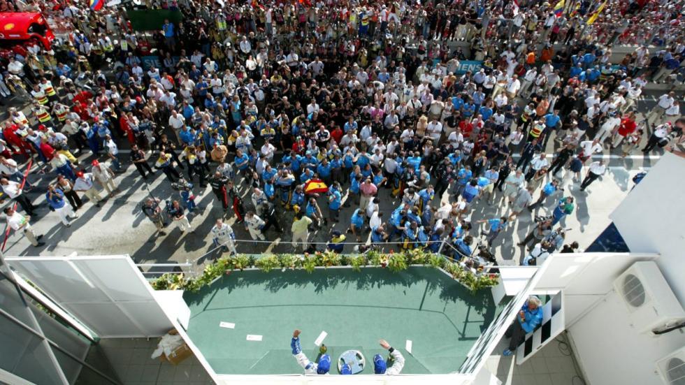 La afición celebra la victoria de Alonso en Hungría