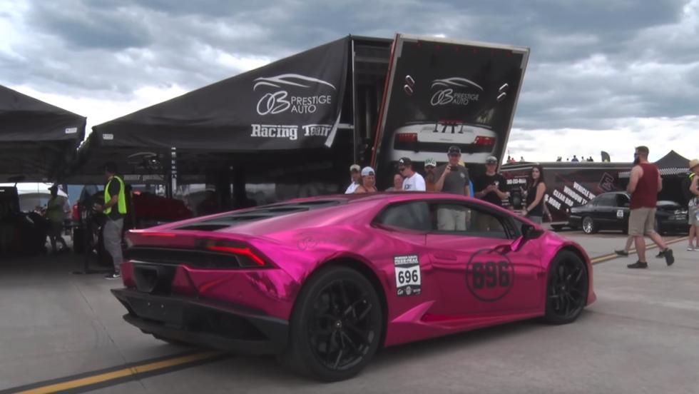 Un brutal Huracán de 2.000 CV batiendo el récord de velocidad para mujeres