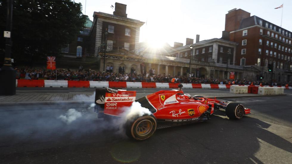 Hamilton se ha perdido la exhibición... ¡pero Vettel no!