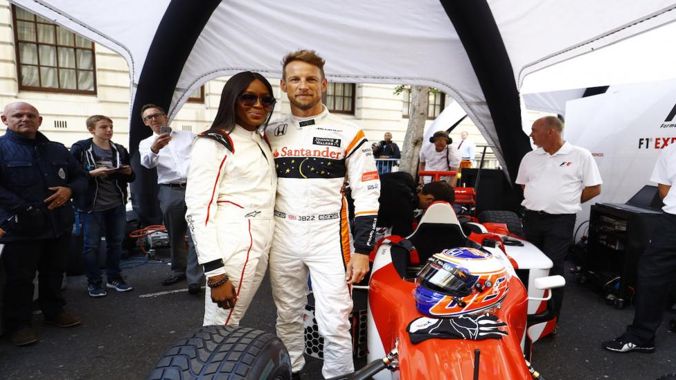 Jenson Button, junto a Naomi Campbell