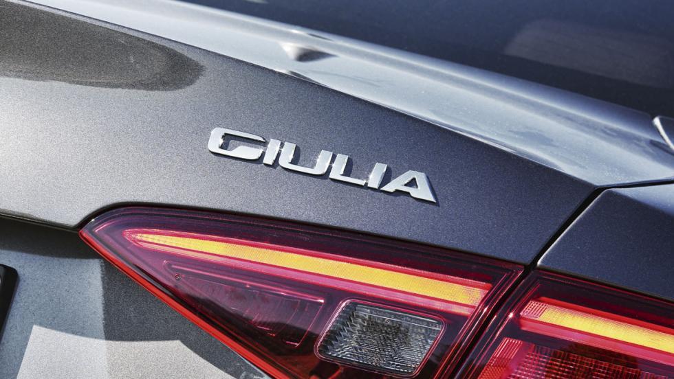 Prueba Alfa Romeo Giulia (logo)