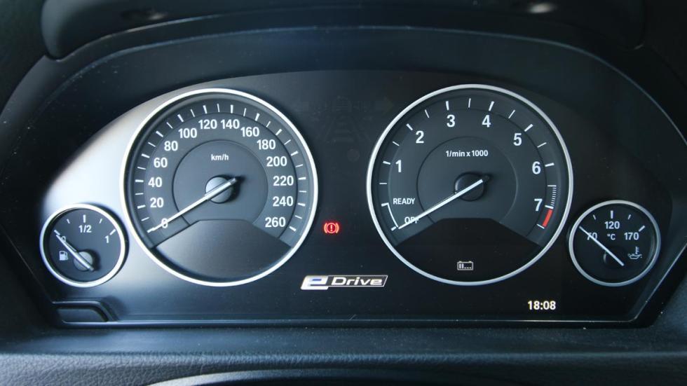 Prueba BMW 330e hibrido enchufable electrico berlina eficiente