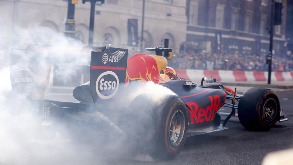 En Red Bull son expertos en exhibiciones.