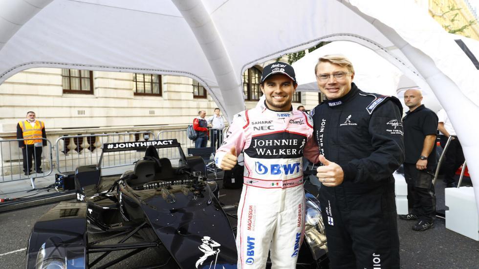 Sergio Pérez, junto a Mika Hakkinen