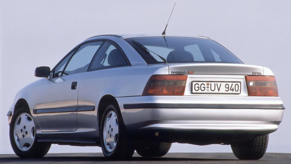 5 coches que son un imán para la Guardia Civil de Tráfico - Opel Calibra