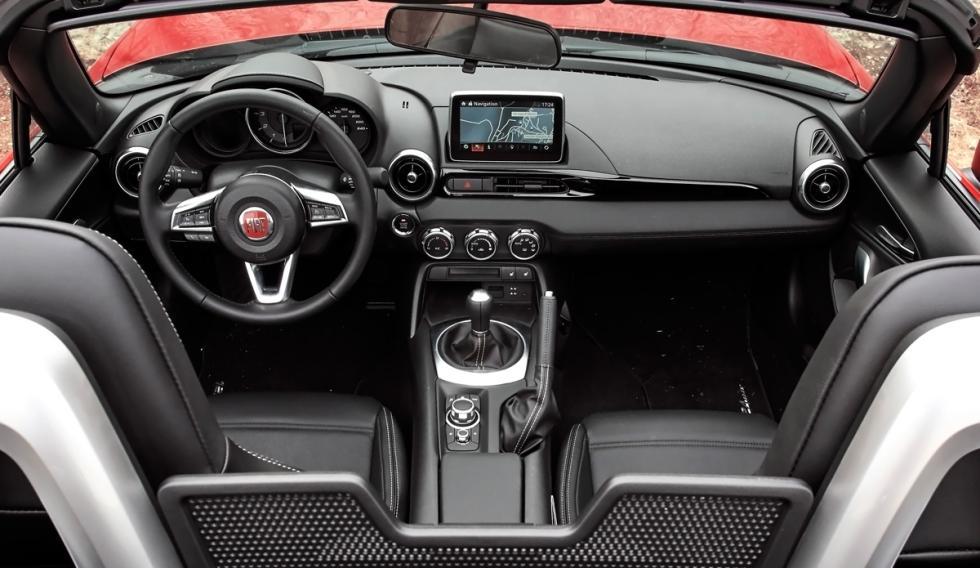 Fiat 124 Spider (interior)