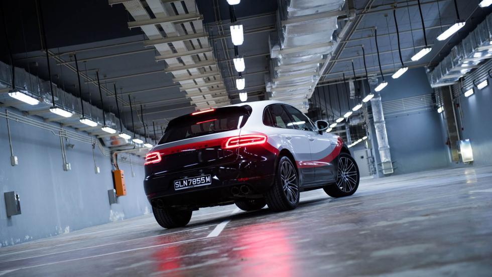 Porsche Macan Turbo racing