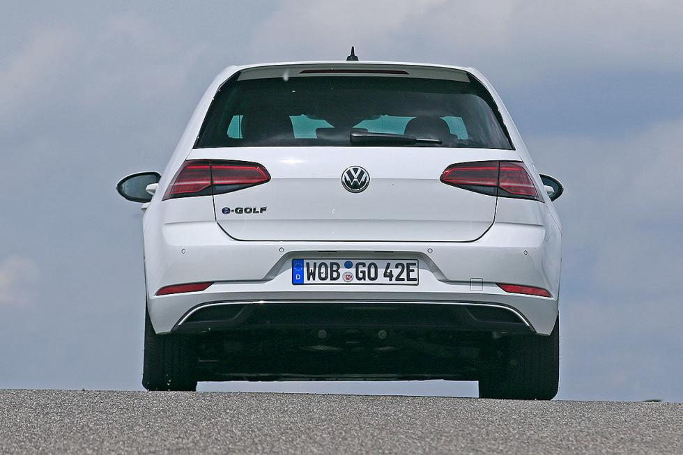 Volkswagen e-Golf por detrás