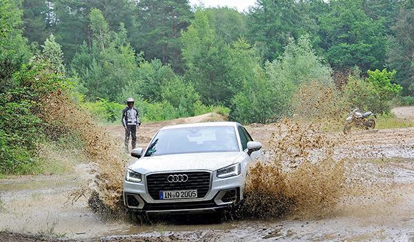 Audi Q2 vs Ducati Scrambler Desert Sled