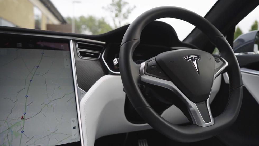 Chris Harris conduce el Tesla Model S P100D