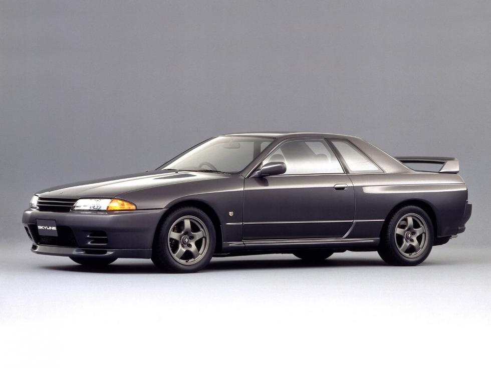 Lateral Nissan Skyline