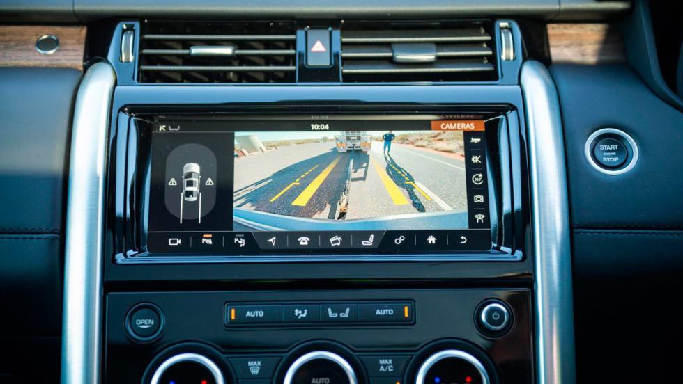 Land Rover Discovery tirando de un convoy de carretera (VI)