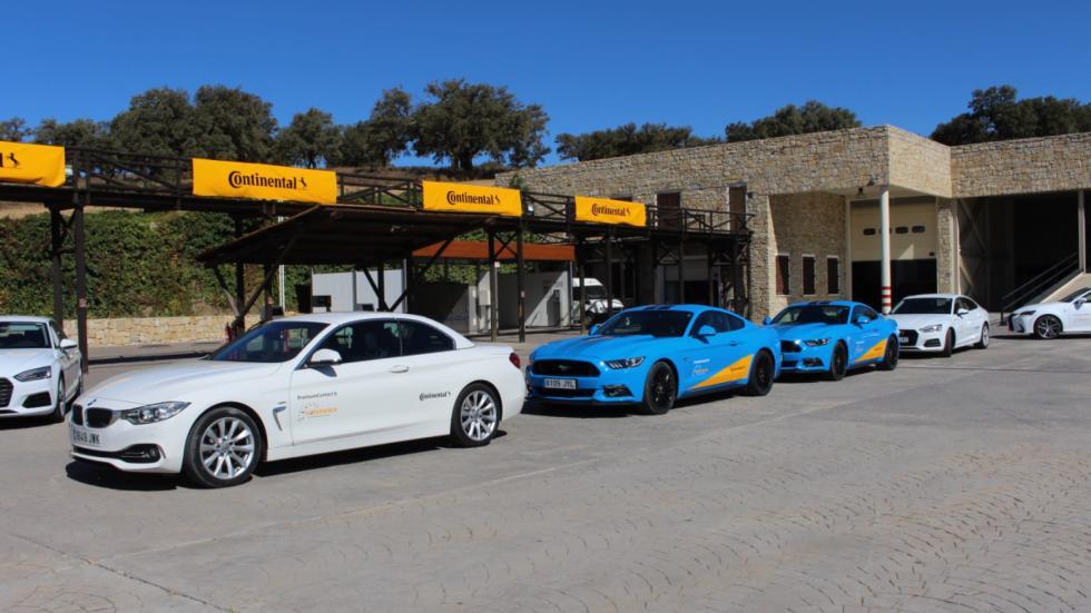 Para la prueba en carretera, pudimos rodar con estos coches equipados con Festín en Ascari con Continental para probar también las Continental PremiumContact 6