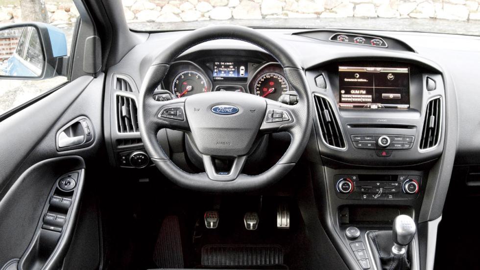 Ford Focus RS (interior)