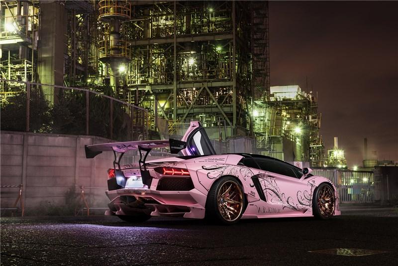 Lamborghini Aventador rosa