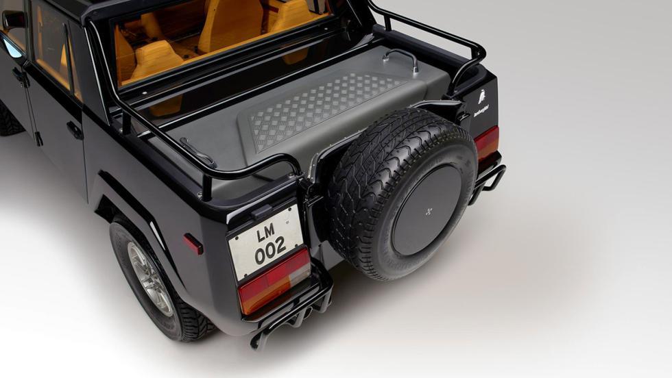 De paseo en el Lamborghini LM002