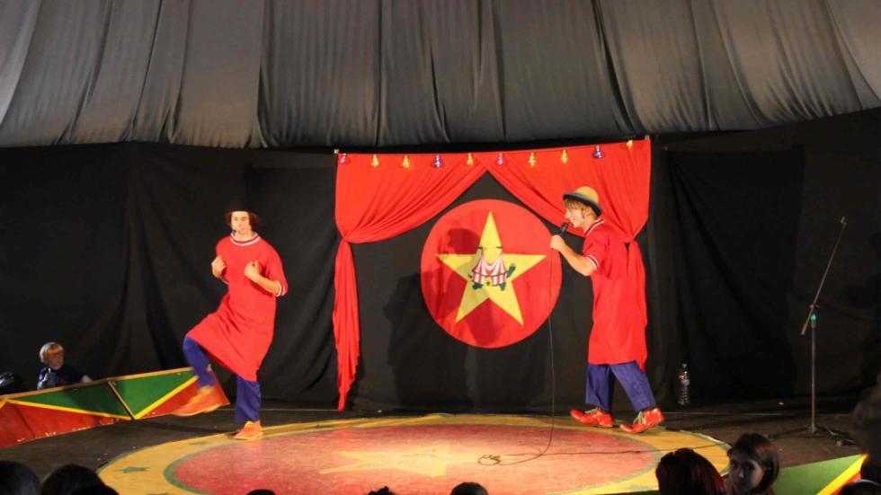 Los payasos de la tele también actuaron en el Carrera infantil en el Espíritu del Jarama