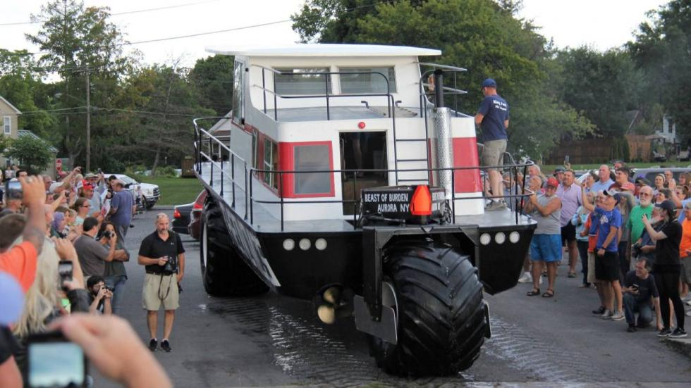 Tractor anfibio Theonomics