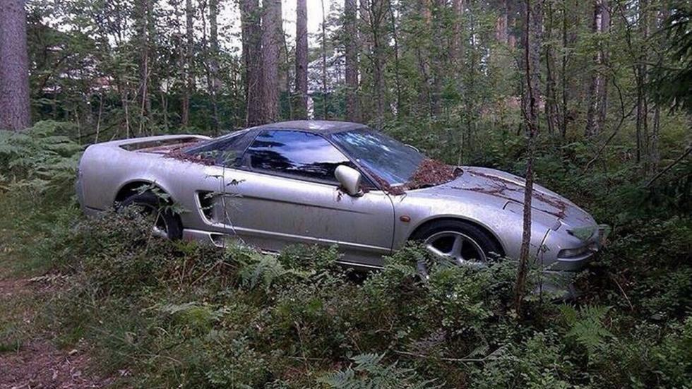 Honda NSX abandonado en el bosque
