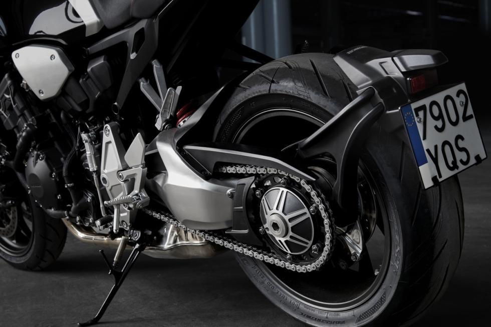 Nueva honda cb1000r 2018 motor fireblade est tica caf for Salon de milan moto 2018