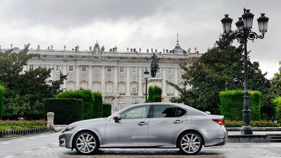 Todos los coches híbridos que puedes comprar - Lexus GS