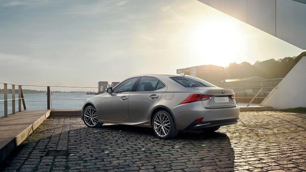 Todos los coches híbridos que puedes comprar - Lexus IS