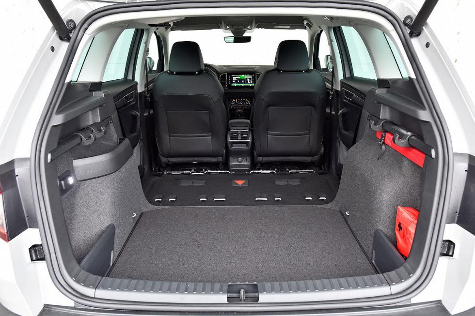 comparativa skoda karoq vs seat ateca y peugeot 3008. Black Bedroom Furniture Sets. Home Design Ideas