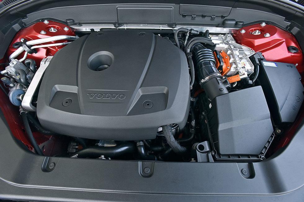 Al volante del Volvo XC60 T8 Plug-in Hybrid
