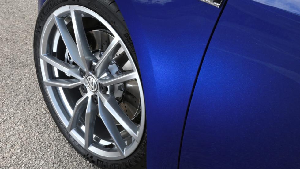 Volkswagen Golf R Performance Package