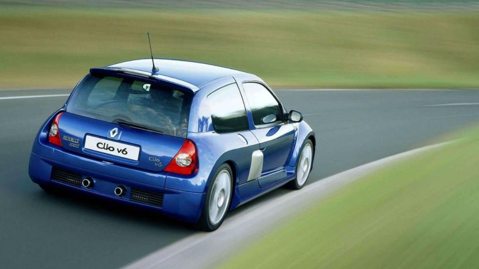 6 coches asequibles con motor trasero: Clio V6