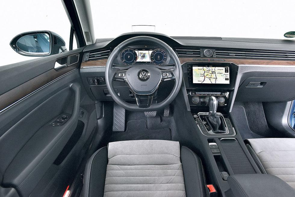Opel Insignia Sports Tourer vs Renault Talisman Sport Tourer y Volkswagen Passat Variant