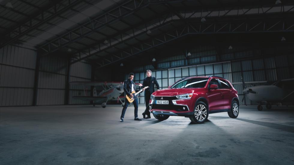 Javier Gómez Noya y Loquillo con Mitsubishi ASX