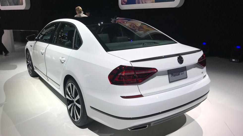 Salón de Detroit 2018: nuevo Volkswagen Passat GT trasera